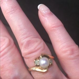 Jewelry - Pearl ring in 14k gold setting